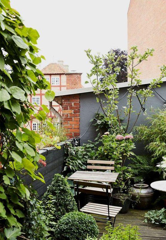 ban cong xanh khu vuon 5 555x800 - #35 Kiểu ban công xanh [ĐẸP] ở chung cư, nhà ở năm 2020