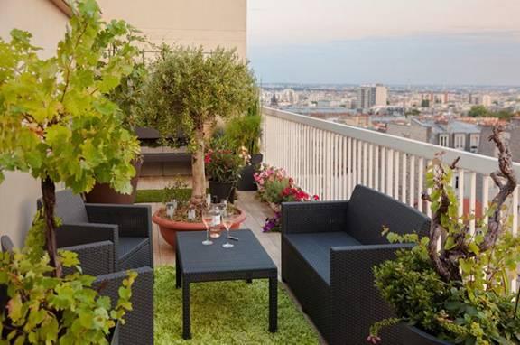 ban cong xanh phong khach 3 - #35 Kiểu ban công xanh [ĐẸP] ở chung cư, nhà ở năm 2020