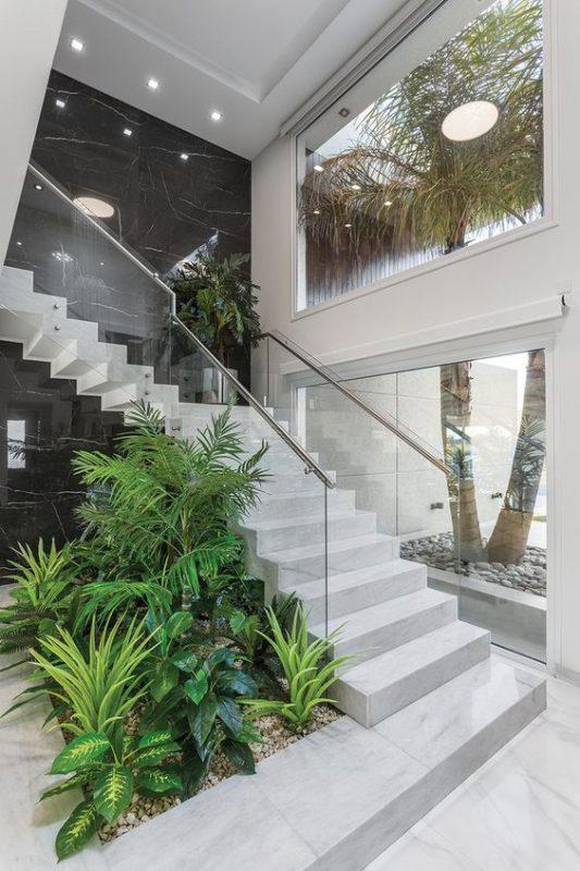 tieu canh cau thang doc vua 6 533x800 - #33 Mẫu tiểu cảnh cầu thang đẹp [trang trí] nhà ở năm 2021