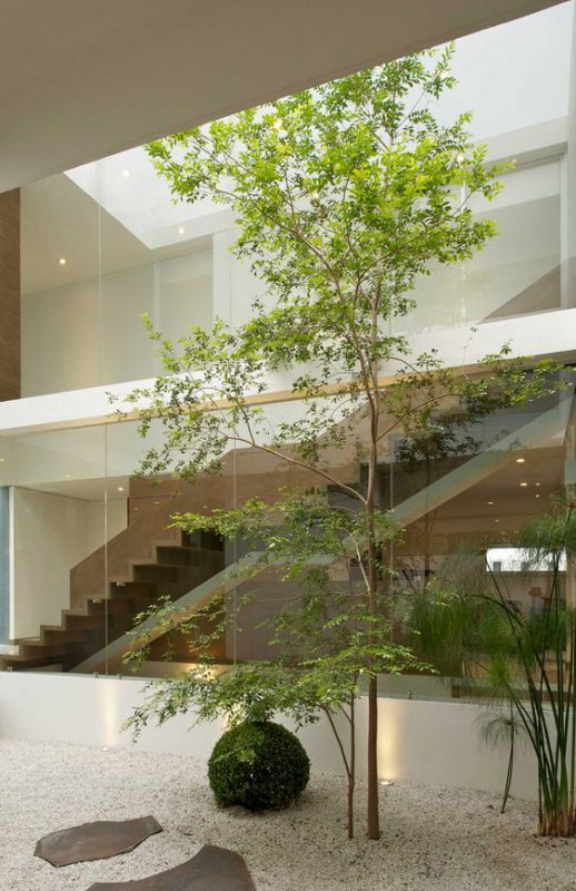 tieu canh cau thang rong 9 518x800 - #33 Mẫu tiểu cảnh cầu thang đẹp [trang trí] nhà ở năm 2021