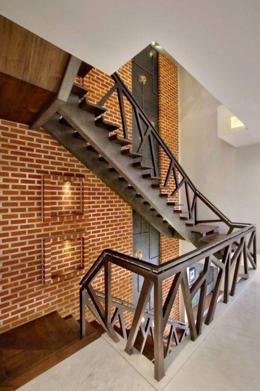 cau thang sat hop dep 9 533x800 - #55 Mẫu cầu thang sắt đẹp [thích hợp] mọi không gian nhà ở.
