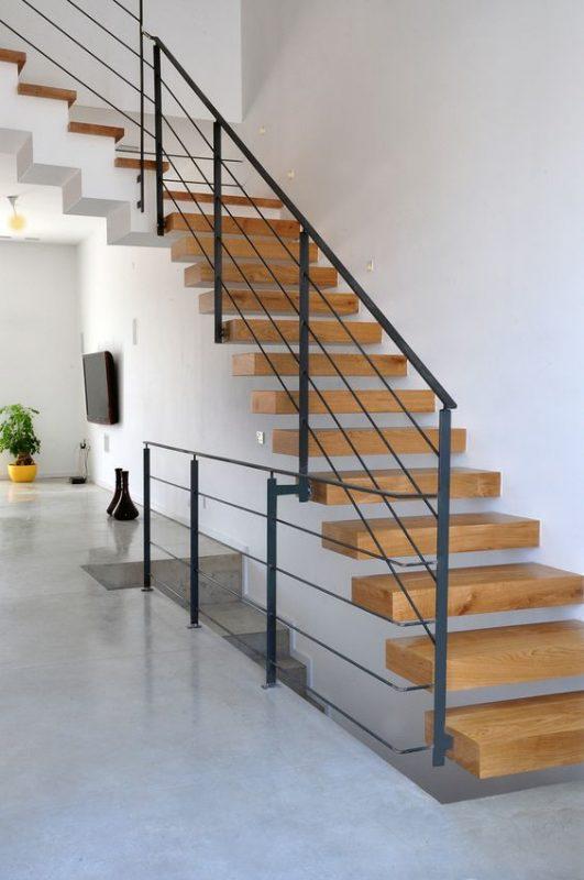 cau thang sat op bac go dep 4 531x800 - #55 Mẫu cầu thang sắt đẹp [thích hợp] mọi không gian nhà ở.