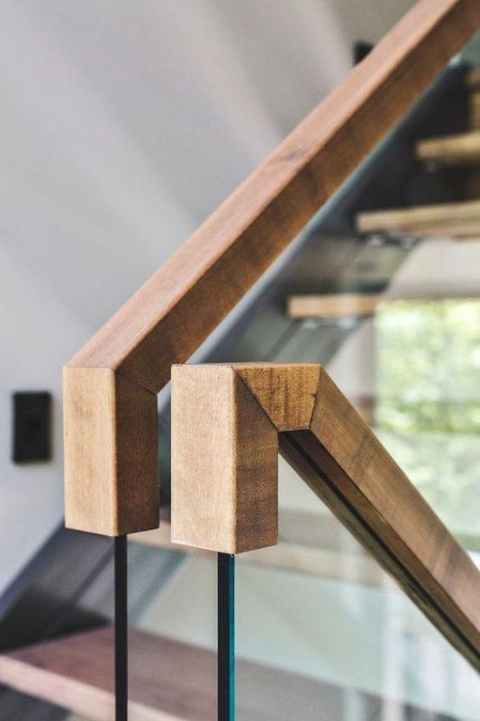 cau thang sat tay vin go dep 1 533x800 - #55 Mẫu cầu thang sắt đẹp [thích hợp] mọi không gian nhà ở.