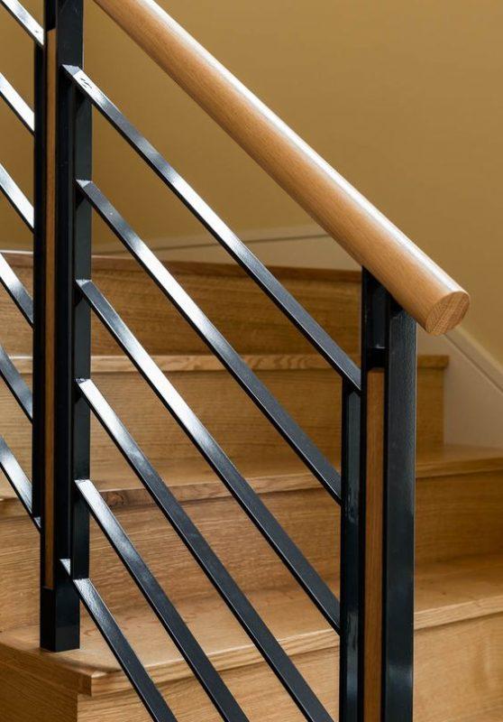 cau thang sat tay vin go dep 3 558x800 - #55 Mẫu cầu thang sắt đẹp [thích hợp] mọi không gian nhà ở.
