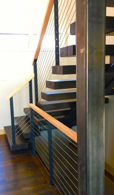 cau thang sat tay vin go dep 8 468x800 - #55 Mẫu cầu thang sắt đẹp [thích hợp] mọi không gian nhà ở.