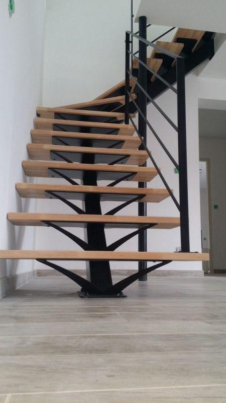 cau thang sat xuong ca dep 5 450x800 - #55 Mẫu cầu thang sắt đẹp [thích hợp] mọi không gian nhà ở.