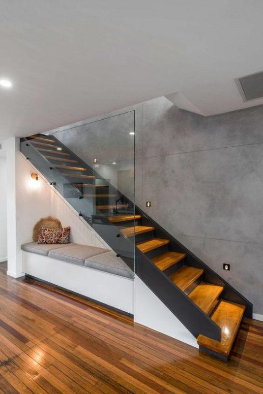 cau thang giua nha 3 535x800 - #Mẫu thiết kế cầu thang giữa nhà đẹp được [thịnh hành] năm 2020