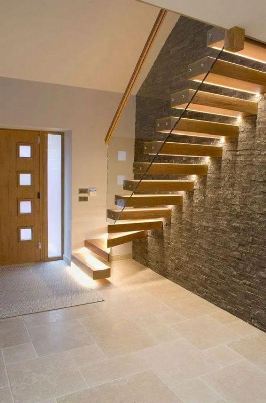 cau thang giua nha 4 529x800 - #Mẫu thiết kế cầu thang giữa nhà đẹp được [thịnh hành] năm 2020