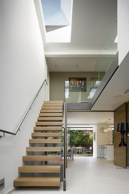 cau thang giua nha 8 - #Mẫu thiết kế cầu thang giữa nhà đẹp được [thịnh hành] năm 2020