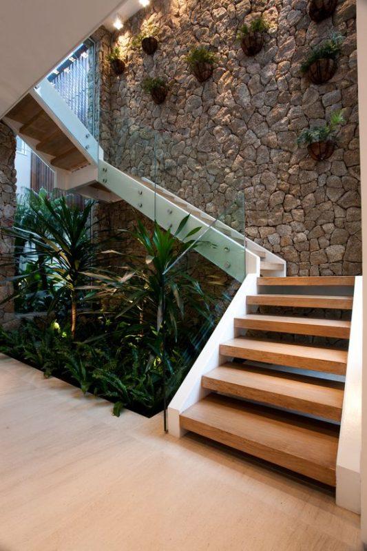 cau thang giua nha tieu canh 7 533x800 - #Mẫu thiết kế cầu thang giữa nhà đẹp được [thịnh hành] năm 2020