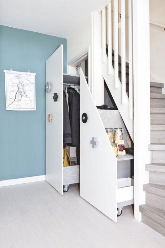 cau thang giua nha tu quan ao 3 533x800 - #Mẫu thiết kế cầu thang giữa nhà đẹp được [thịnh hành] năm 2020