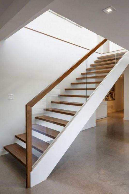 cau thang go kinh cuong luc 3 533x800 - #29 Mẫu cầu thang gỗđẹp 2020 ưa chuộng HOT nhất tại TPHCM