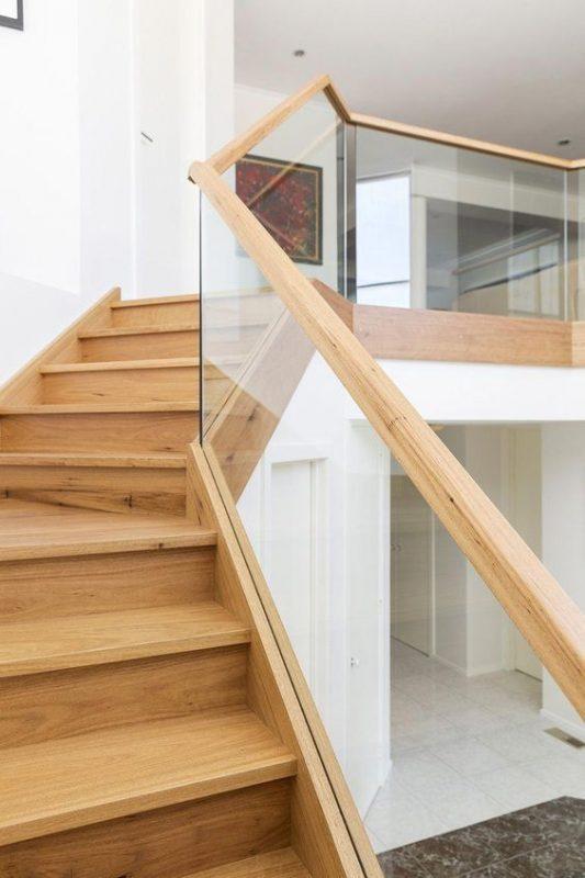 cau thang go kinh cuong luc 4 533x800 - #29 Mẫu cầu thang gỗđẹp 2020 ưa chuộng HOT nhất tại TPHCM