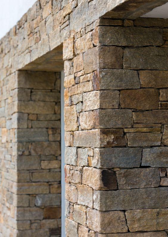 da che tu nhien op tuong hang rao 1 - Trang trí đá chẻ tự nhiên ốp tường đẹp cho không gian nhà ở