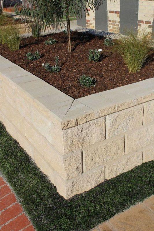 da che tu nhien op tuong hang rao 7 533x800 - Trang trí đá chẻ tự nhiên ốp tường đẹp cho không gian nhà ở