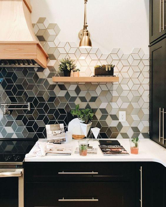 gach luc giac op tuong phong bep 2 - Gạch lục giác ốp tường ứng dụng vào không gian trong ngôi nhà đẹp