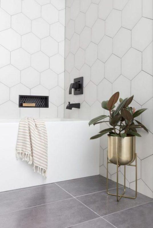 gach luc giac op tuong phong ve sinh toilet 3 537x800 - Gạch lục giác ốp tường ứng dụng vào không gian trong ngôi nhà đẹp
