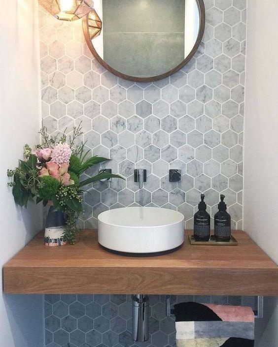 gach luc giac op tuong phong ve sinh toilet 8 - Gạch lục giác ốp tường ứng dụng vào không gian trong ngôi nhà đẹp